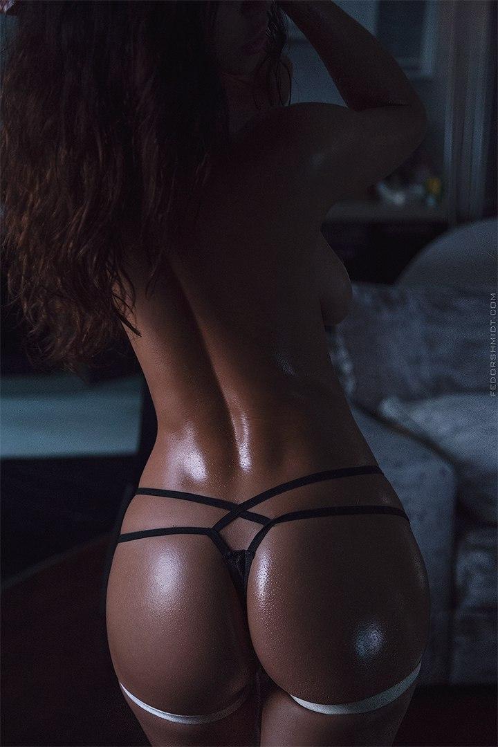 coquine ultra sexy en string dans le 02