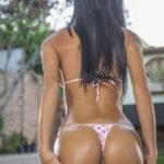 fille sexy qi s'exhibe en string dans le 36