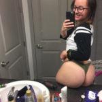 jolie femme du 16 exhib son cul en photo