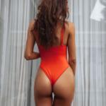 meuf sexy montre son cul dans le 28