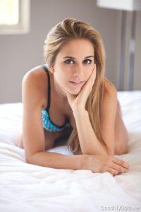 nana sexy du 36 montre son cul en string