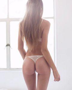 photo de fille coquine du 36 qui montre son cul